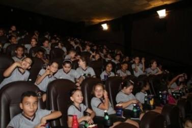 Prefeitura leva cerca de 5.600 alunos da rede municipal ao cinema