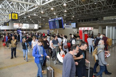 Feriadão aumenta o movimento em estradas e aeroportos