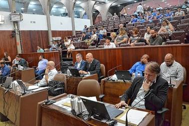 Vereadores estudam mudar de partido para eleições 2020