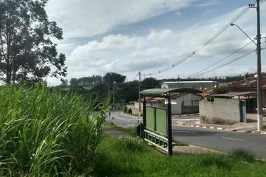 Morador reclama da limpeza publica no bairro Vassoural