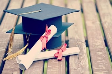 Abertas inscrições para bolsas de estudos a universitários