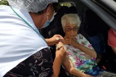 Vinhedo não recebe vacinas e Saúde adia aplicação de segunda dose em moradores