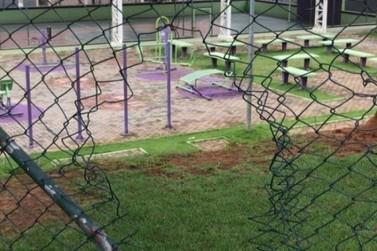 Quadras poliesportivas em Louveira foram invadidas