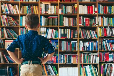 Biblioteca de Louveira reabre para empréstimo de livros após  2 meses fechada
