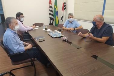 Vinhedo - diretoria da Escola Príncipe da Paz se reúne com o prefeito Dr. Dario