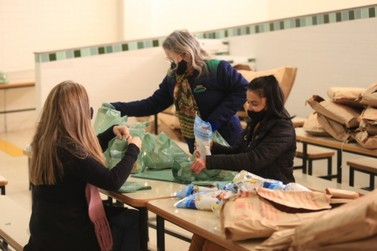 Louveira inicia entrega de kits alimentação para famílias de alunos do município