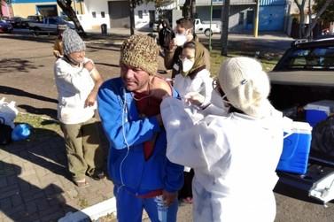 Saúde de Vinhedo vacina moradores em situação de rua contra covid-19