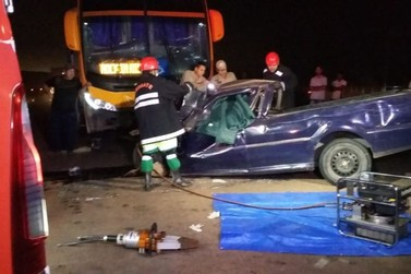 Colisão envolvendo ônibus escolar deixa dois mortos na BR-163
