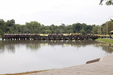 Caminhada e 'abraço no lago' marcam encerramento do Setembro Amarelo
