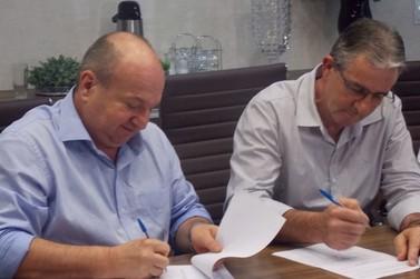 Prefeitura e Sicredi firmam parceria para fomento a microempresas