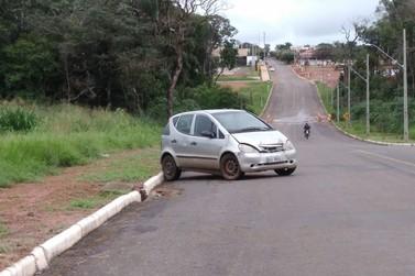 Veículo é encontrado abandonado em rua de Lucas do Rio Verde