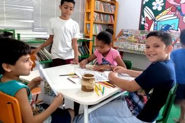 Projeto Gabinete da Leitura doa 110 livros para Biblioteca Monteiro Lobato