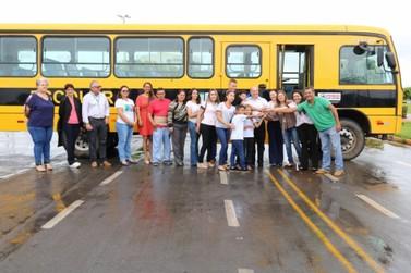 Rede municipal de ensino recebe novos ônibus em Lucas do Rio Verde