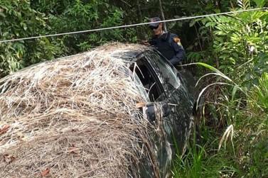 Polícia de Lucas do Rio Verde encontra carro furtado escondido no meio da mata