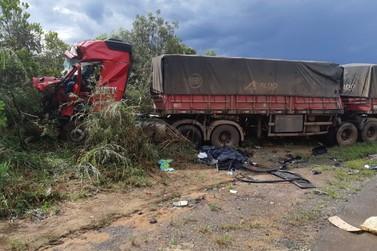 Acidente entre ônibus e carreta deixa mortos e feridos na BR-163 nesta manhã