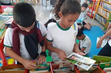 Lucas: Alunos da Escola Eça de Queirós visitam Biblioteca Monteiro Lobato