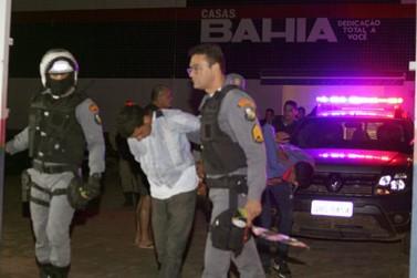 Assalto em loja com reféns deixa um criminoso morto pela polícia