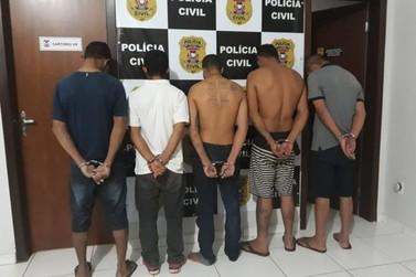 Polícia prende cinco homens e três mulheres com drogas dinheiro e armas de fogo