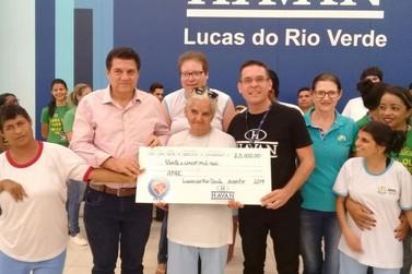Troco Solidário da Havan doa à APAE de Lucas do Rio Verde R$ 25 mil