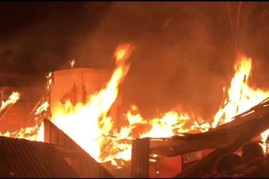 Incêndio consome casa em Tapurah. Ao menos 2 mortos confirmados até agora