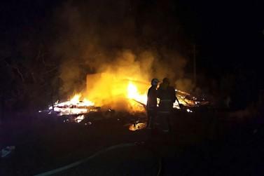 Perícia desconfia que vela pode ter causado incêndio em Tapurah