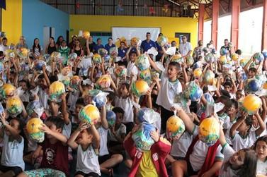 Crianças da Escola Érico Veríssimo de Lucas do Rio Verde ganham festa surpresa