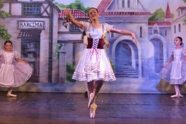 Espetáculo beneficente de ballet emociona público em Lucas do Rio Verde