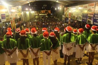 Escola Márcio Schabatt de Lucas do Rio Verde realiza cantata de Natal solidária