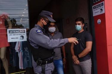 PM começa a notificar por descumprimento do uso obrigatório de máscara