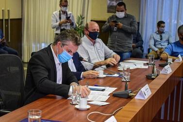 Prefeitura assina convênios para novo quartel da PM e novo mercado do Produtor