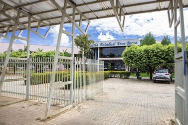Baixa adesão a aulas online e por apostila preocupa gestão da escola Dom Bosco