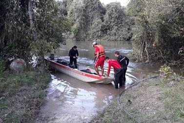 Bombeiros fazem busca por jovem que teria se afogado no Rio Verde