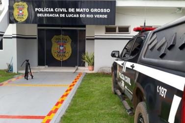 Suspeito é preso após ser flagrado saindo de residência com objetos furtados