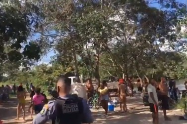 Polícia flagra cerca de 300 pessoas aglomeradas no Rio Verde neste domingo (28)