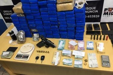Polícia prende cinco pessoas e apreende mais de 100kg de drogas