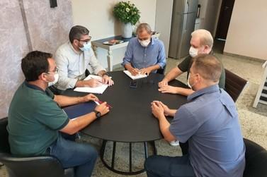 Prefeitura e LEC firmam parceria para início de escolinha de futebol