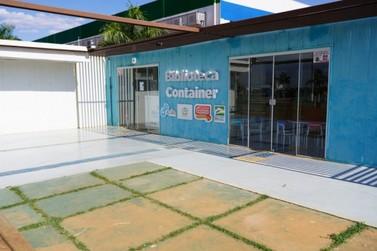 Biblioteca Container sedia cineminha para crianças às quartas e sábados