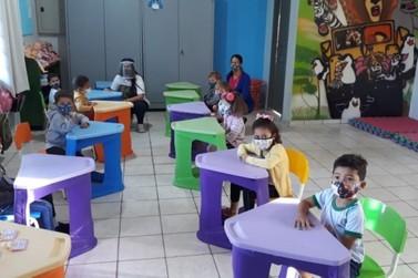 Crianças de três anos retornam às aulas presenciais nas creches municipais
