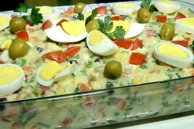 A história da salada de batata famosa nos domingos: Maionese