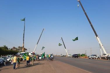 Manifestações e bloqueios em rodovias continuam nesta quarta-feira em MT