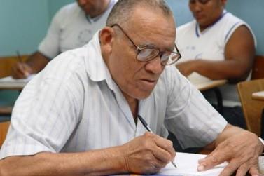 Matrículas para alfabetização de adultos estão abertas em Lucas do Rio Verde