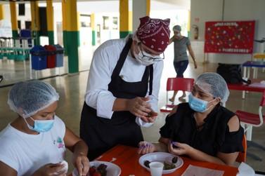 Da produção à embalagem: mulheres aprendem a fazer doces gourmet para venda