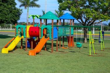 Novos playgrounds são instalados em Lucas do Rio Verde