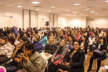 Educação pública é foco central de palestra em Mariana