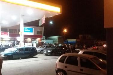Postos de gasolina enchem em virtude do comunicado da União dos Caminhoneiros