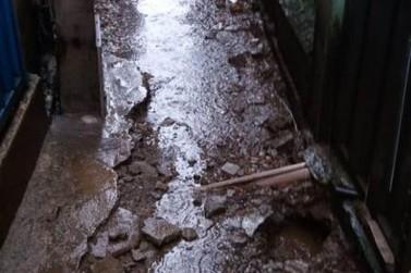 Moradores reivindicam reparos no beco da rua Cascalheira