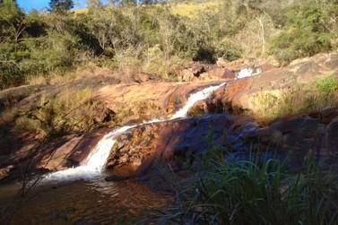 Cachoeira de Camargos será recuperada após ser atingida por rejeitos da barragem