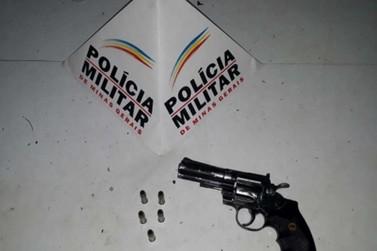 Revólver falso é apreendido no bairro Cartucha