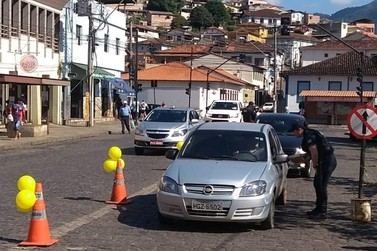 Guarda Municipal realiza blitz educativa sobre segurança no trânsito
