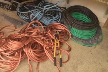 Jovem é preso por furtar cabos elétricos de uma casa em obra no Cruzeiro do Sul